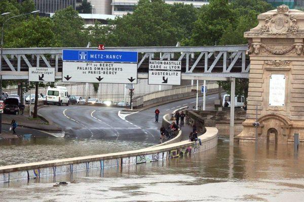 Les voies sur berges inondées à Paris.