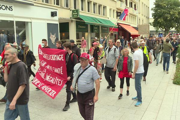 Des opposants au pass sanitaire ont défilé ce samedi 11 septembre 2021, dans les rues de Caen. Ils étaient plus d'un millier.