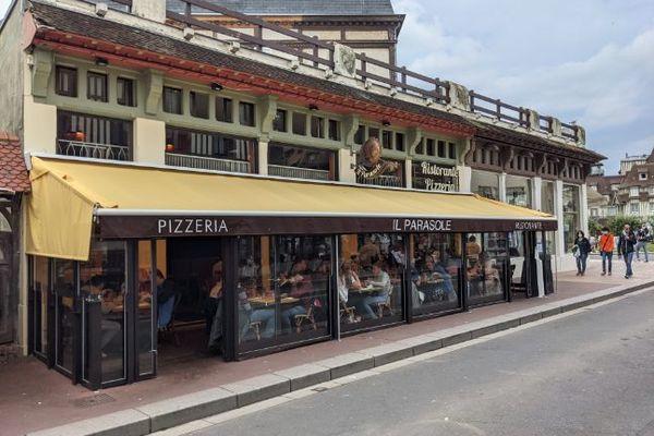 Façade du restaurant Il Parasole à Deauville (Calvados) qui a subi des attaques sur les réseaux sociaux d'un opposant au port du masque.
