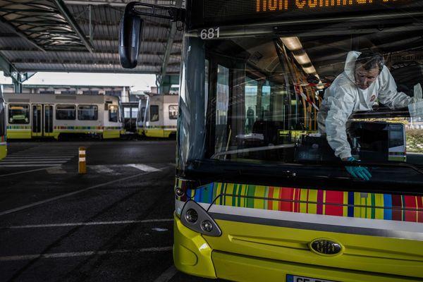 Les 70 bus des transports en commun de Saint-Etienne sont désinfectés 7 jours sur 7