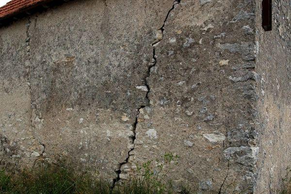 Une maison fissurée dans le Cher en 2004.