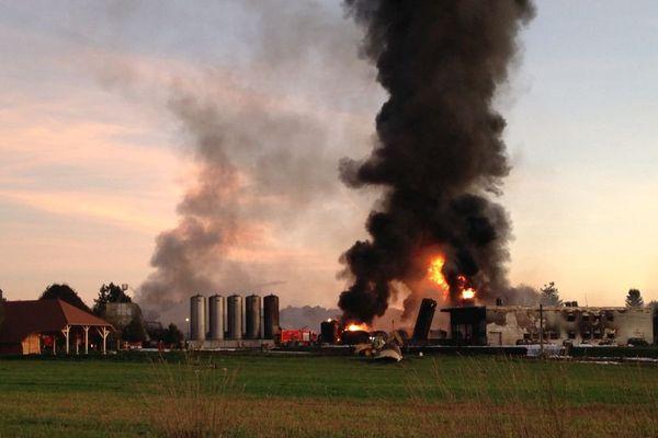 MEUZAC 19h15  : l'usine de Minerva Oil en flamme