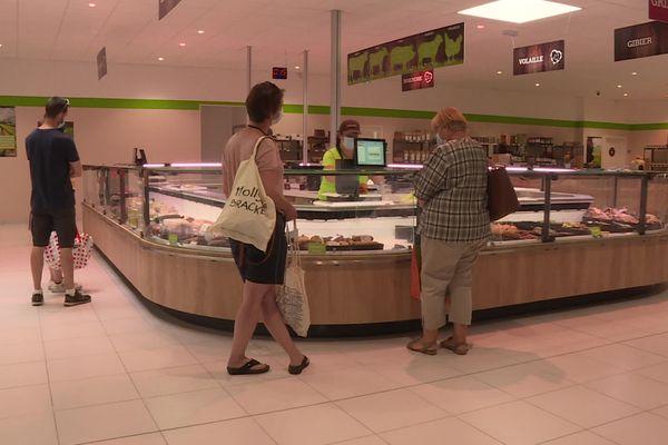 """Dès l'ouverture, les consommateurs sont nombreux dans le nouveau """"supermarché"""" de producteurs"""