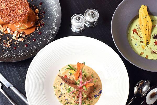 A Clermont-Ferrand, le restaurant école et solidaire Toques Académie propose une carte semi-gastronomique.