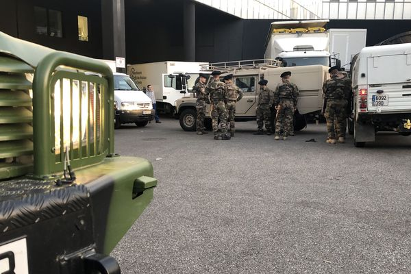 Les militaires du 13e BCA sont mobilisés en Savoie pour livrer des masques aux centres hospitaliers.