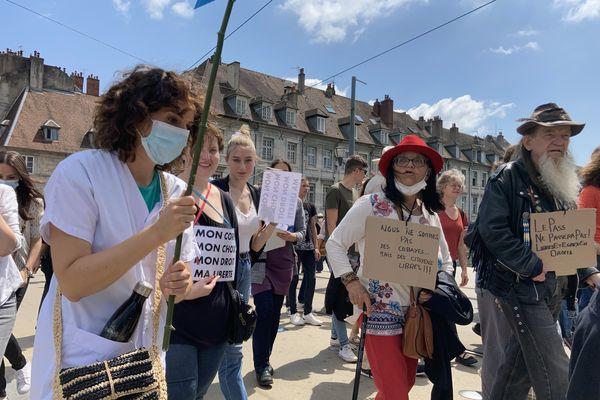 Manifestation anti pass sanitaire et contre le vaccin obligatoire pour les professionnels de la santé à Besançon le 17 juillet 2021