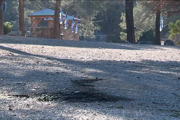 Les deux corps calcinés portant des impacts de balles ont été découverts samedi soir sur le parking d'OK Corral à Cuges-les-Pins.