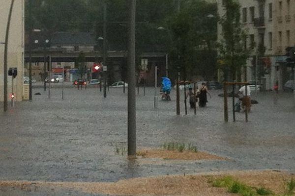 Le quartier de la gare de Caen sous les eaux