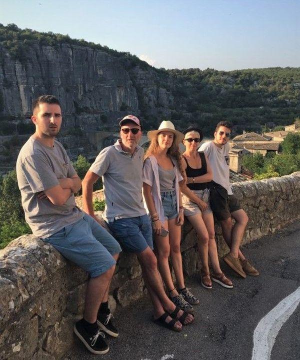 Des vacances en Ardèche, sans masque, pour Malo, entouré de sa famille. C'était l'été dernier...