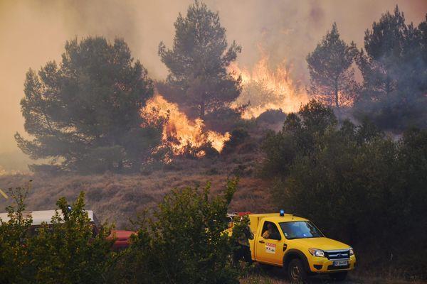 850 hectares de garrigues ont déjà brûlé.