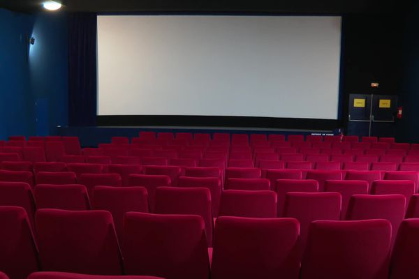 Les salles de cinéma pourraient rouvrir à la mi-mai.