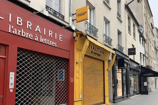 Comme tous les commerces non essentiels, les libraires sont fermés partout en France depuis le 14 mars 2020 dans le cadre du confinement lié à a crise du Covid-19.