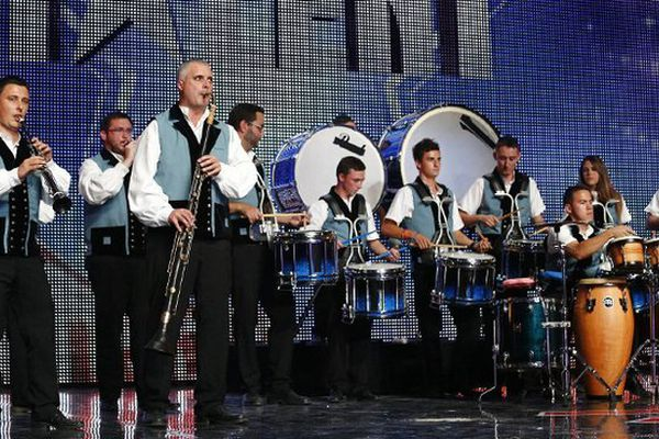 Les sonneurs du Bagad de Vannes pendant leur prestation sur M6
