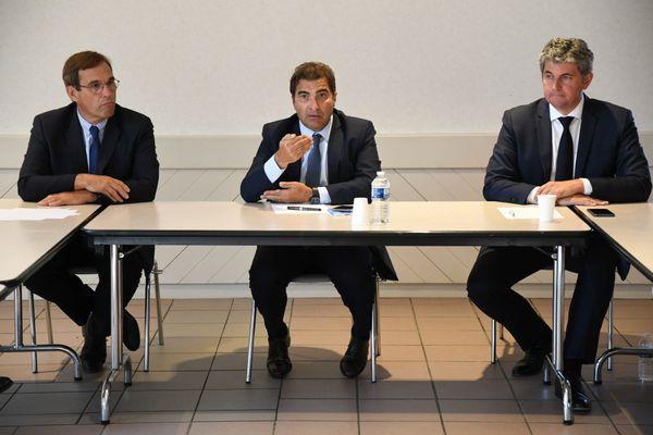 Christian Jacob (au centre) entouré de Gilles Platret, tête de liste LR en Bourgogne Franche-Comté (à droite) et Jean-Marie Sermier le 3 septembre 2020.