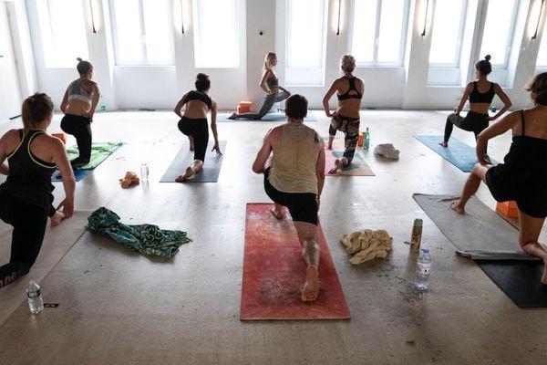 Les cours de yoga vont être interdits à partir de samedi, tout comme les  rassemblements dans les lieux accueillant plus de dix personnes dans la Métropole Aix-Marseille.