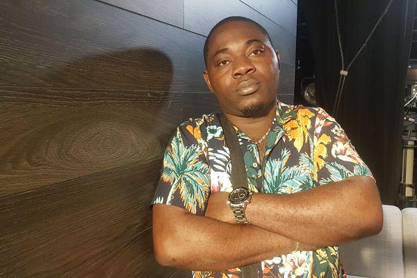 Il s'appelle Gabriel, il a 22 ans, et il est originaire de Douala au Cameroun et depuis neuf mois il est en France. A l'âge de 11 ans, il comprend qu'il est homosexuel. Sauf que dans son pays l'homosexualité est sévèrement puni.