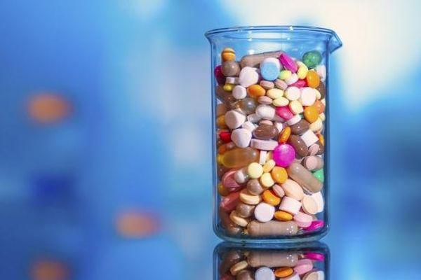 """Selon la revue """"Prescrire"""", 68 médicaments présentent des risques disproportionnés au regard de leur utilité."""