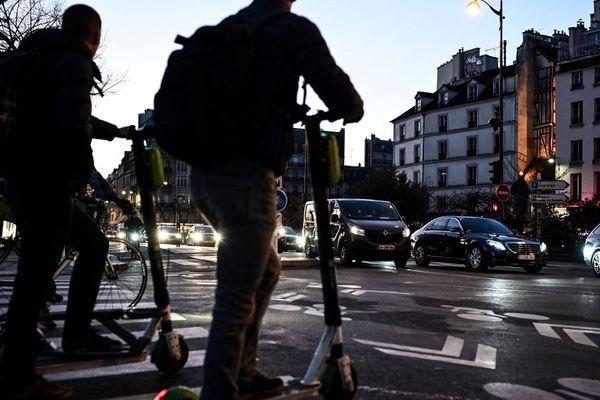 A partir de juin 2020, il n'y aura plus que trois opérateurs de location de trottinettes électriques à Paris.