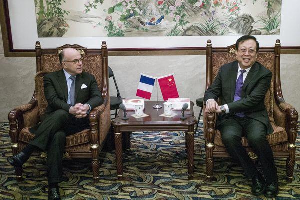 Bernard Cazeneuve et Hao Ping (Vice-ministre chinois de l'Education)