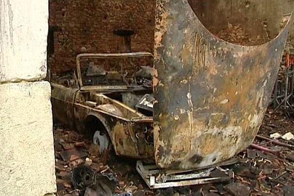 Un hangar qui abritait des voitures de collection a été incendié à Dampierre-sous-Bouhy, dans la Nièvre.