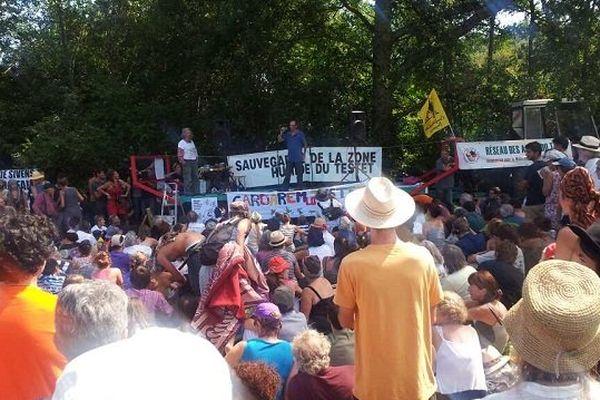 1000 personnes se sont rassemblées sur le site du futur barrage de Sivens, dans le Tarn.