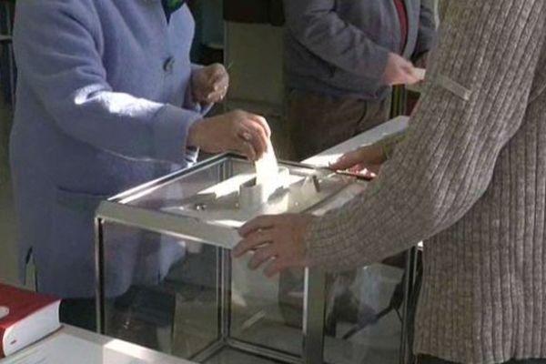 Les électeurs se sont rendus aux urnes dès le matin. Comme ici à Valdoie, dans le Territoire-de-Belfort.
