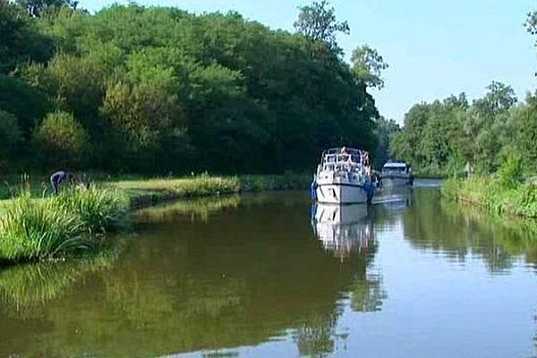 Le canal du Centre court sur 112 kilomètres à travers le département de Saône-et-Loire.