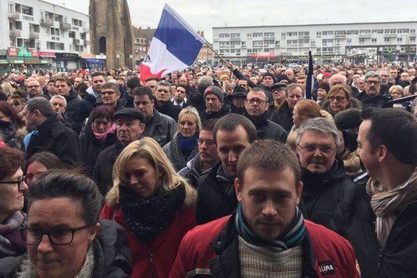 Le cortège s'est élancé à 14h de la place d'Armes à Calais