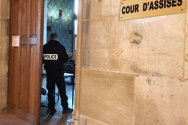 Deux femmes, âgées entre 30 et 40 ans, ont été mises en examen et écrouées jeudi 29 octobre pour le meurtre d'un sexagénaire.