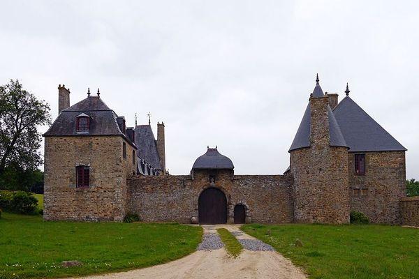 Dans l'Orne, à La Haute Chapelle non loin de Domfront, le manoir de la Chaslerie.