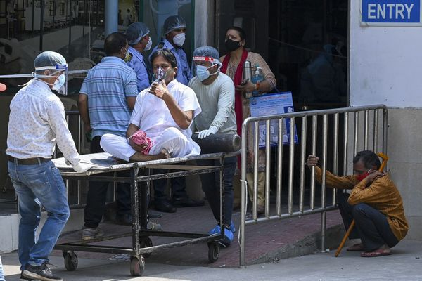 La situation est très difficile, notamment dans les plus grandes villes du pays, comme ici à New Delhi où les stocks d'oxygène sont trop faibles.