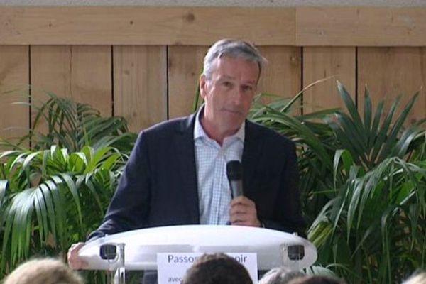 Philippe Vigier, député UDI d'Eure-et-Loir, brigue la présidence du conseil régional du Centre -Val de Loire. Ici à Mulsans dans le Loir et Cher pour le lancement de sa campagne.