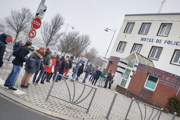Plusieurs militants ont porté plainte ce samedi matin au commissariat de Dunkerque.