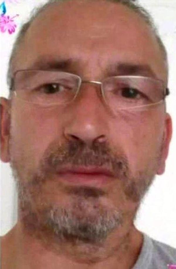 Francesco Alonge, 50 ans, est recherché par la police pour soustraction de mineur.