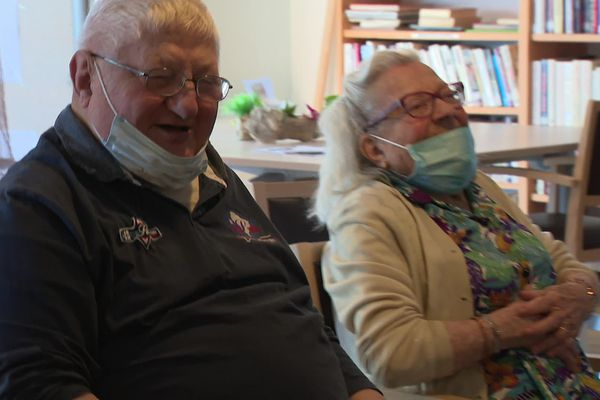 Rire est bénéfique pour la santé. A Privas en Ardèche, les résidents des deux maisons de retraite se font du bien grâce à des ateliers de rigologie.