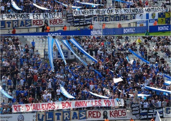 Les Red Kaos, supporters de Grenoble, ont déployé ces banderoles en avril 2019, lors du match contre Lens