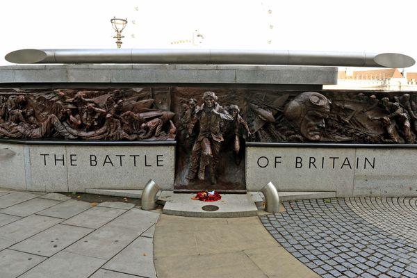Le monument à Londres célébrant les pilotes de la Bataille d'Angleterre. Il a été inauguré en 2005 pour le 65e anniversaire de cet affrontement.