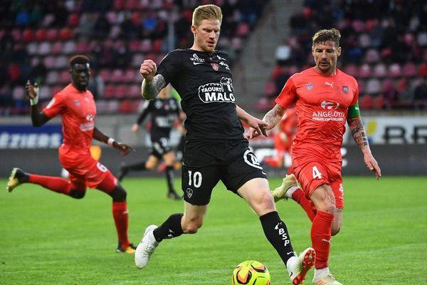 le 03/05/2019 - 36e Journée de L2 : Béziers / Brest - Gaetan Charbonnier ( Stade Brestois ) Mehdi Mostefa ( Beziers )