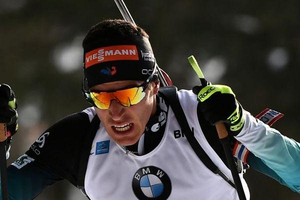 Le Français signe le premier succès de sa carrière en Coupe du monde de biathlon.