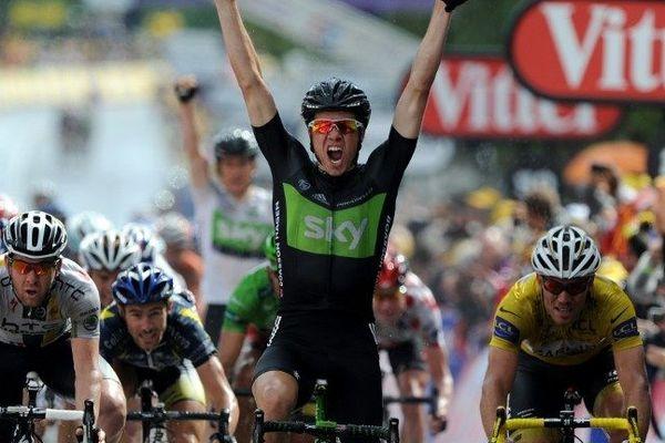 La victoire au sprint du norvégien Edvald Boasson Hagen, à Lisieux le 7 juillet 2011