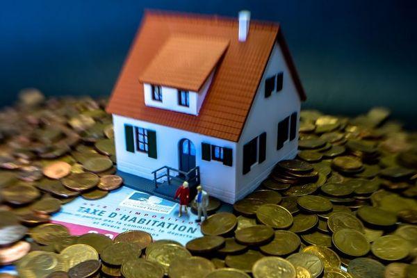 La préfecture de Corse annonce que la suppression de la taxe d'habitation permettra aux foyers insulaires d'économiser en moyenne 766 euros par an.