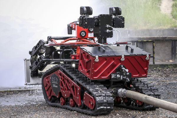 Le robot pompier baptisé Colossus est fabriqué par Shark Robotics, une entreprise de La Rochelle.