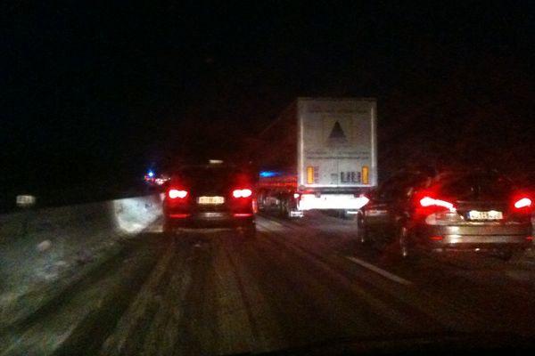 7h30 dans le sens Beauvais - Amiens : les conducteurs prennent leur mal en patience derrière les engins qui traitent les voies de l'autoroute A16