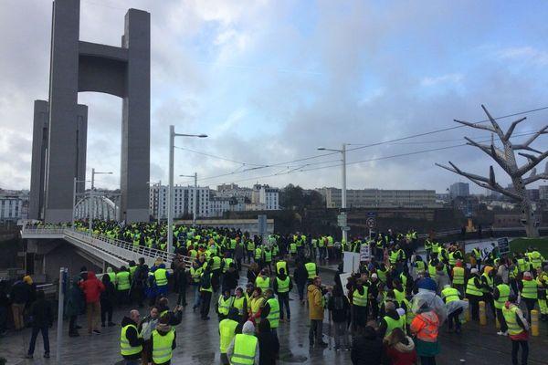 Les Gilets jaunes au niveau du pont de recouvrance à Brest