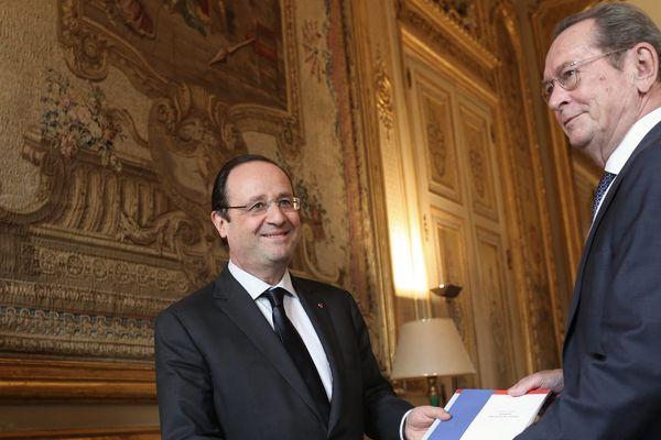 François Hollande avec Dominique Baudis en janvier 2014 lors de la remise du rapport sur les droits de l'enfant