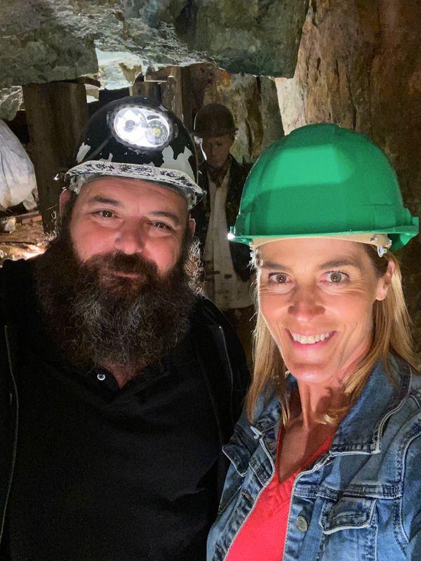 Jérôme et Nathalie dans le musée de la mine de Cap Garonne. C'est à voir dans Chroniques Méditerranéennes à Carqueiranne, ce dimanche 11 avril à 12h55.