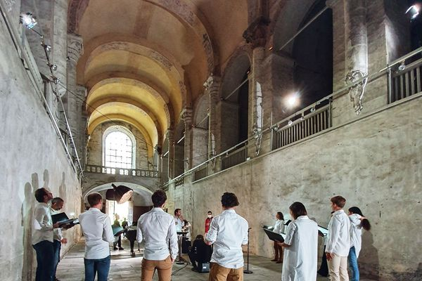 Yael Naim et l'ensemble Zene dans l'Abbaye du Ronceray