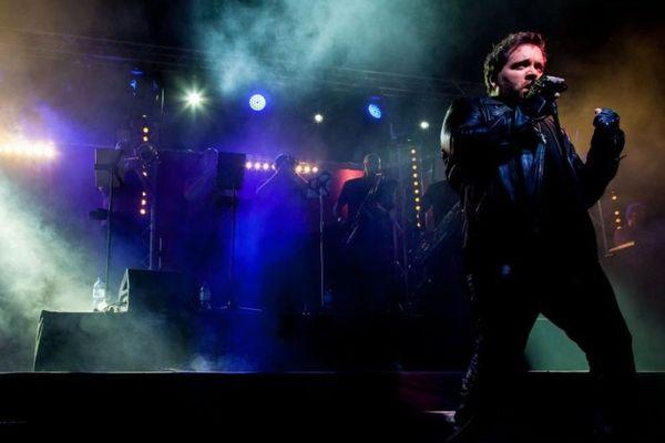 David Becker est le chanteur de la formation qui propose un concert hommage à Johnny Hallyday le 15 juin en streaming.