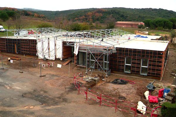 A Faugères, dans l'Hérault le maire a fait construire la mairie et l'école à partir de conteneurs - décembre 2020