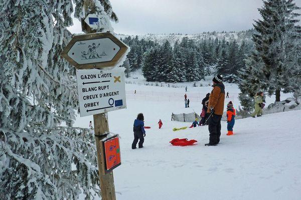 Au Lac Blanc, la luge fait le bonheur des familles depuis plusieurs semaines déjà.